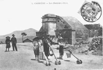 cargese fontaine et porteur d'eau