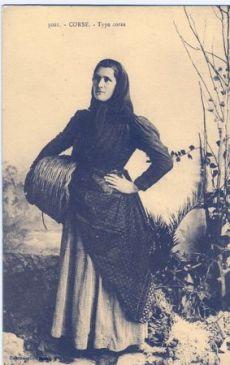 Jeune femme et son panier