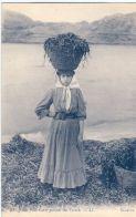 Jeune fille sur la plage