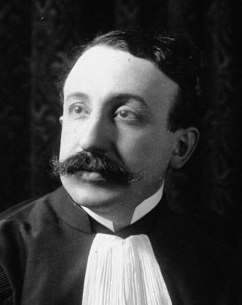 Vincent de Moro-Giafferri, né le 6 juin 1878 à Paris et mort le 22 novembre 1956 au Mans, est un avocat célèbre1 et homme politique français.