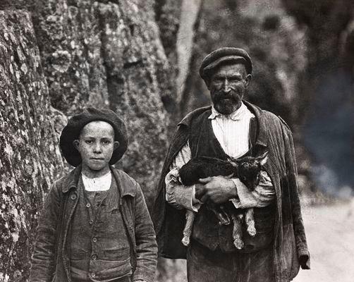 portrait d'un enfant et son fils en 1920 dans LES GORGES DE L' INZECCA