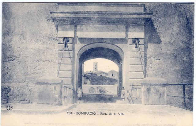 Porte de la ville de Bonifacio