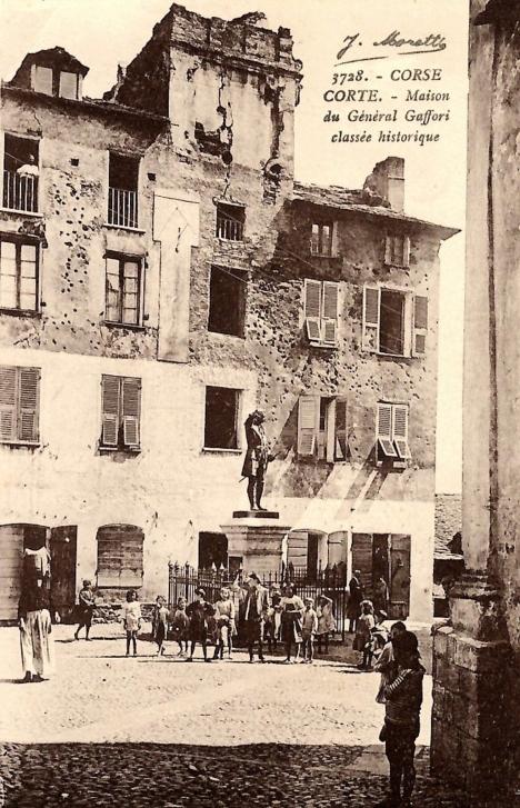 corse-corte-maison-historique-du-general-gaffori-statue-enfants