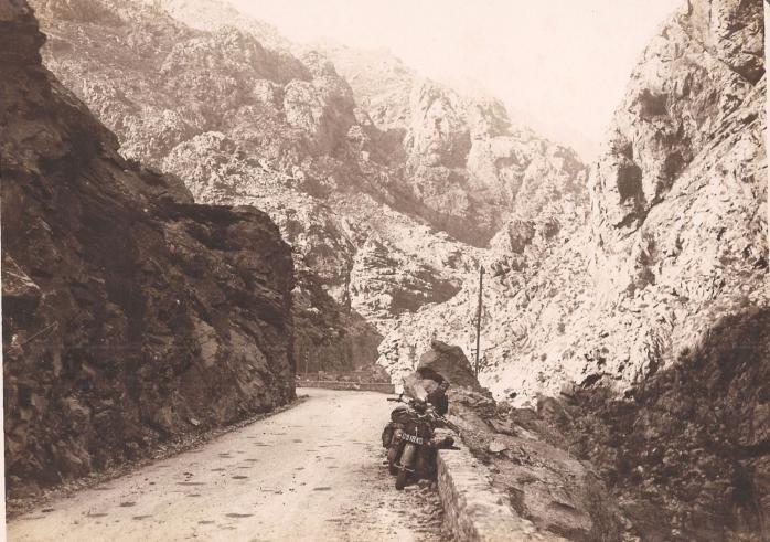 1928-la-scala-di-santa-regina-corse-motard.jpg