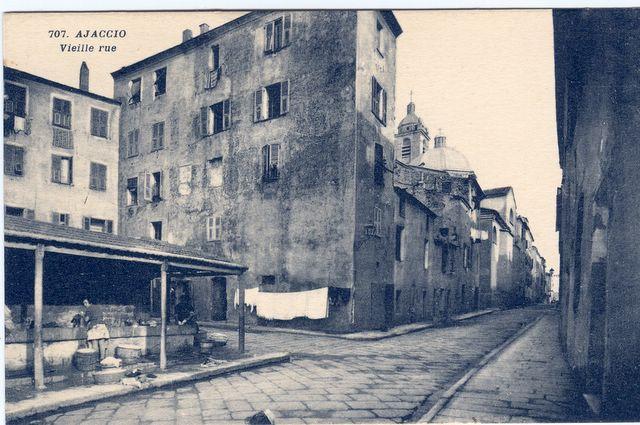 Une vielle rue Le lavoir municipal